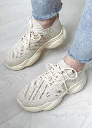Бежові сіточні кросівки