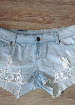 Классные и стильные джинсовые шорты с кружевом!!!