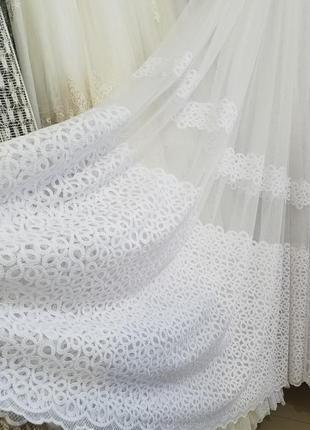 Красивый белый тюль с матовой вышивкой