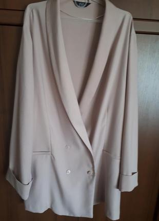 Легкий пудровый пиджак -блейзер