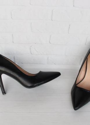 Черные туфли, лодочки 38 размера на шпильке, каблуке