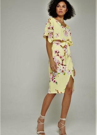 Красивое платье в цветах сакуры с v-образным вырезом,с поясом