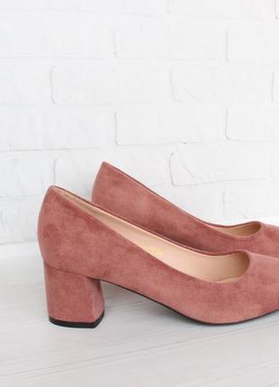 Пудровые туфли 38 размера на удобном каблуке