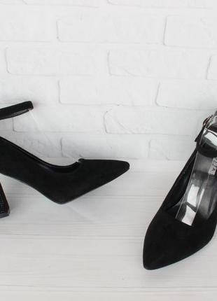 Черные туфли, лодочки 39, 40 размера на устойчивом каблуке