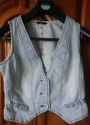 Стрейч полосатая тертая джинсовая жилетка по груди 100см