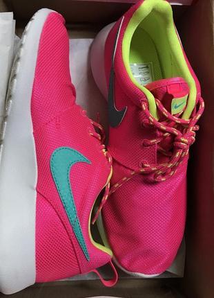 Кроссовки nike roshe run hyper pink для бега и зала
