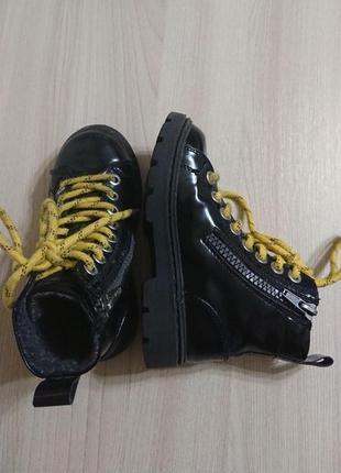 Крутые лаковые ботинки на мальчика zara осень/весна в размере 26 фото