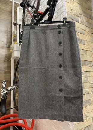 Актуальная стильная юбка миди серая на запах с пуговицами h&m