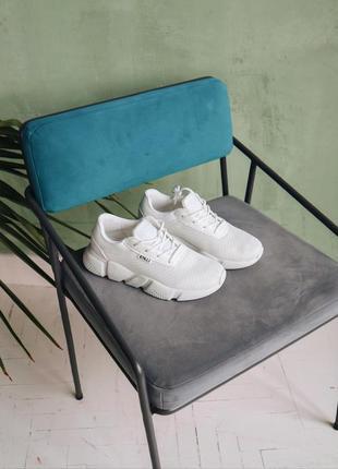 Стильные легкие летние  белые кроссовки в наличии