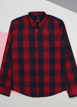 Классная выразительная клетчатая приталенная рубашка от smog