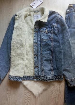Длинная джинсовая теплая куртка шерпа на белой овчине зимняя батал большой размер