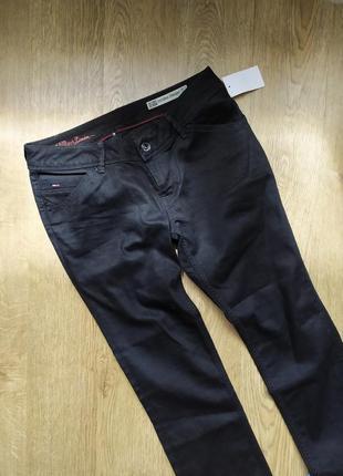 Крутые джинсы черные tommy hilfiger denim новые