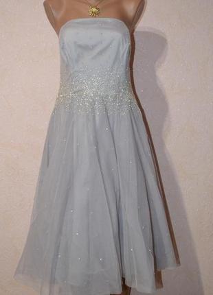 Красивое платье вышитое бисером, со съемными бретелями