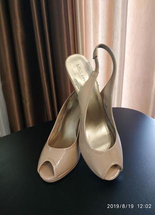 Шикарные туфли босоножки.