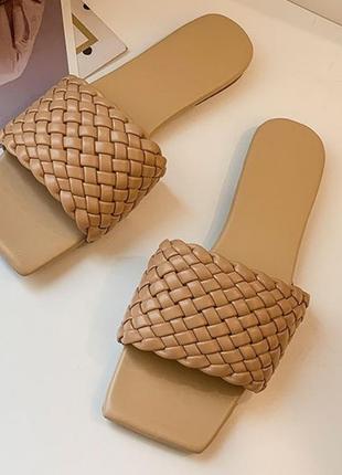 Шлепки/шлепанцы в стиле bottega veneta с плетениями