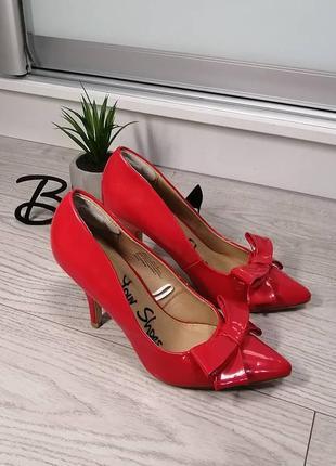 Шикарные красные лодочки туфли
