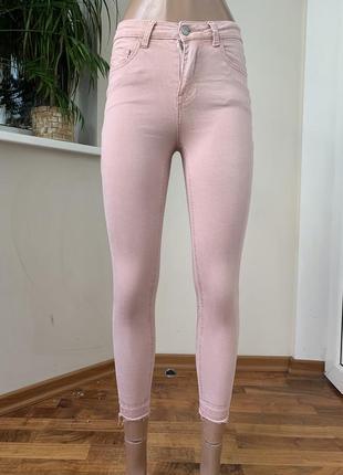 Пудровые джинсы скини