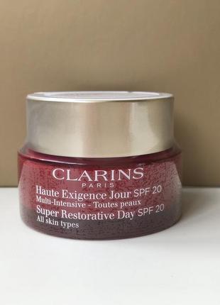 Clarins дневной крем super restorative day cream spf20