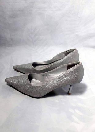 Утонченные , серебристые лодочки на небольшом каблуке, серебряные туфли
