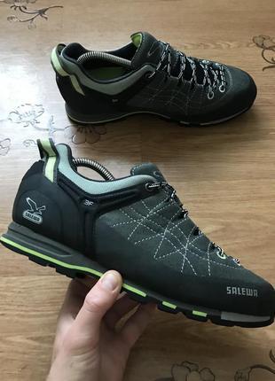Трекінгові кросівки salewa