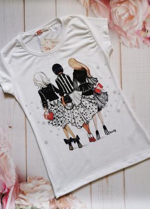 Модная женская футболка с принтом и стразами