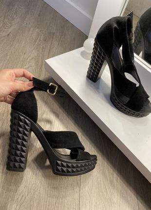 Босоножки кожаные замшевые чёрные на толстом каблуке
