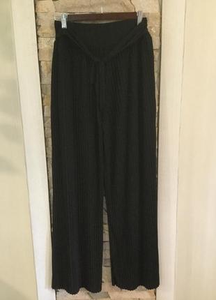 Стильные трикотажные брюки кюлоты плиссе . италия.