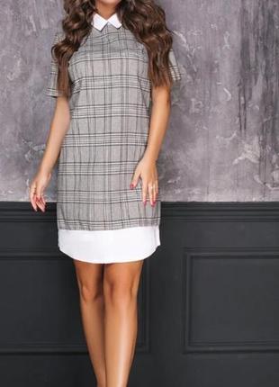 Стильное платье в клетку с вставкой по нижнему краю, имитирующие рубашку