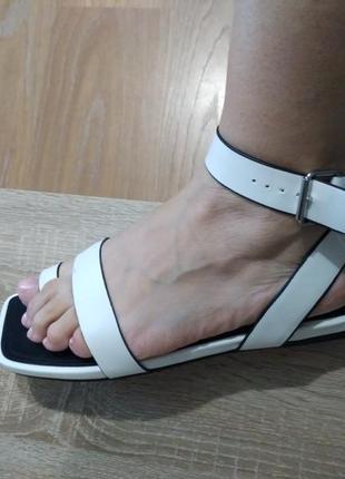 Сандали квадратный носок