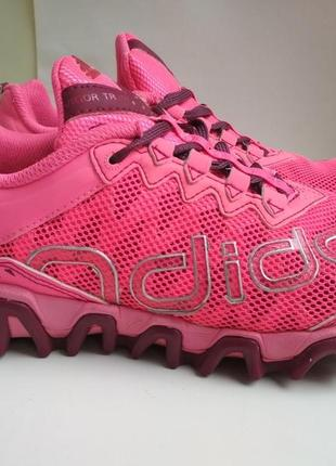 Кроссовки adidas  р.35.5  оригинал.