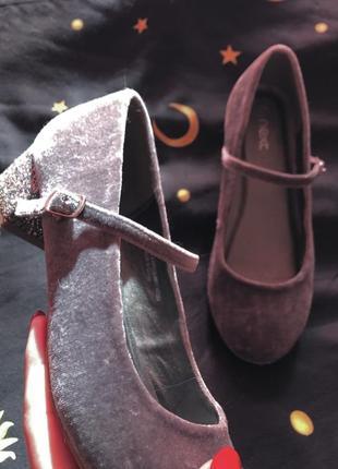 Велюровые бархатные туфли с блестящим каблучком