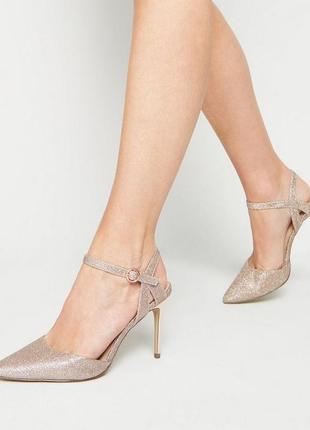 Золотистые блестящие с глитером туфли