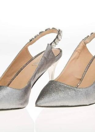 Серебристые туфли женские