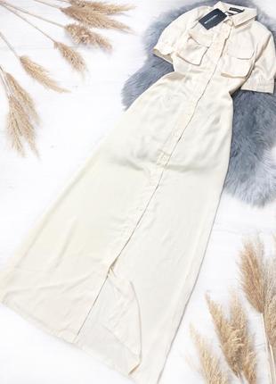 Бежевое приталенное макси платье