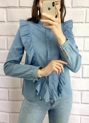 Крута джинсова рубашка з воланом