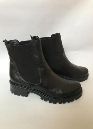Фирменные кожаные ботинки челси  на массивной подошве от debutto donna италия 38