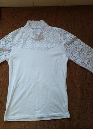 Кофта белая (блузка-гольф с кружевом)