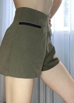 Классные тканевые шорты цвета хаки