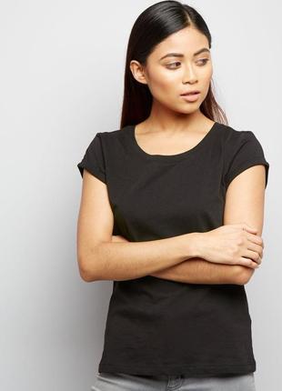New look.товар из англии! футболка в черной палитре.на наш размер 46.