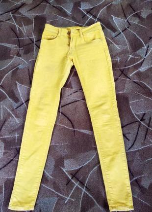 Желтые женские брюки