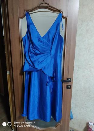 Атласное нарядное новое платье цвета электрик