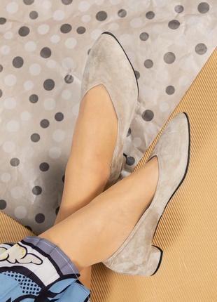 36-40 рр шикарные удобные туфельки на маленьком каблуке замшевые светло бежевого цвета