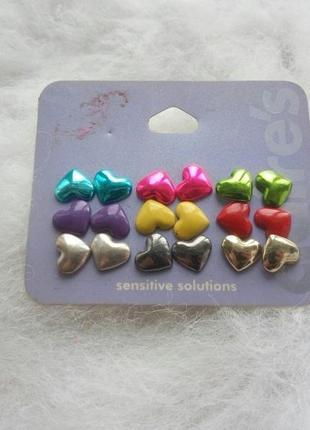 Набор разно цветных маленьких сережек гвоздики сердце сердечки блестящие