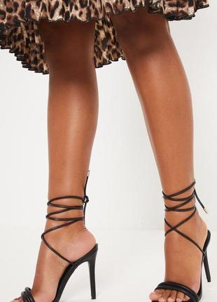 Босоножки на каблуке с шнуровкой prettylittlething