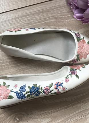 Белые туфли балетки с вышивкой 32 размер стелька 21