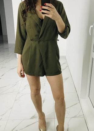 Красивый комбинезон шортами,хаки -зелёный