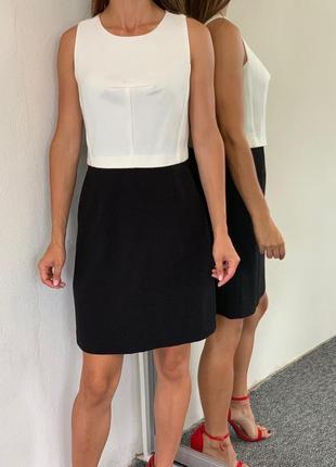 Шикарное платье миди длины колор-блок