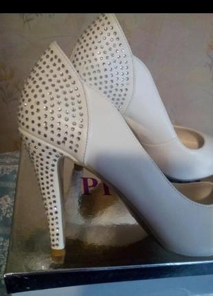 Шикарные нарядные свадебные туфли