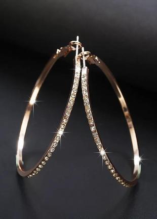 Серьги кольца с камушками цвета розового золота