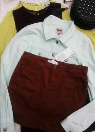 Джинсовая юбка деним с карманами коричневая мини